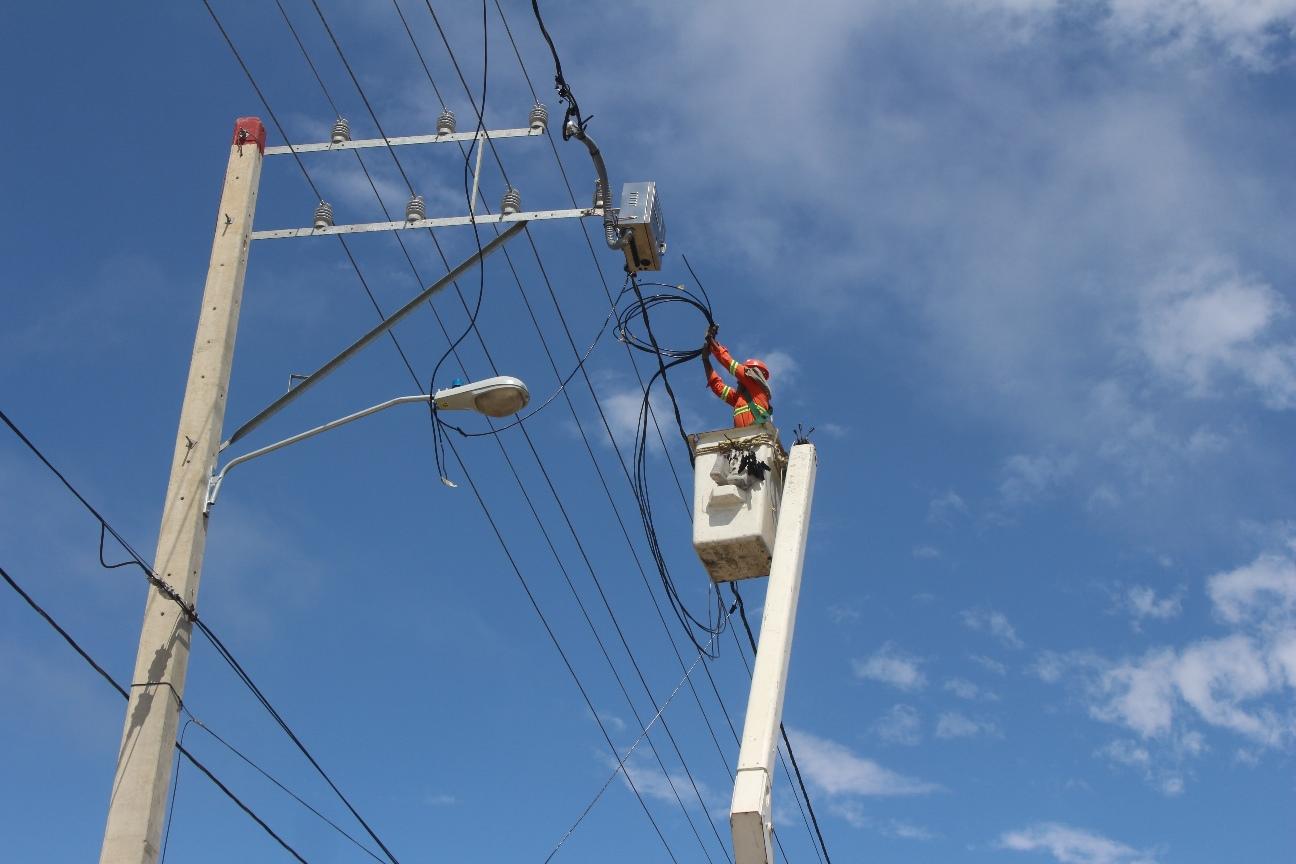 EDENORTE instala 24 horas en Cañongo y El Pino, provincia Dajabón