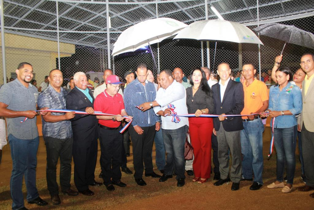Reconocen administrador de EDENORTE por rehabilitación redes en Ranchito, La Vega