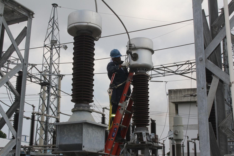 Sectores de Santiago sin electricidad por mantenimiento de circuitos
