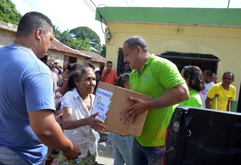 EDENORTE sigue distribución ayudas entre afectados por huracanes