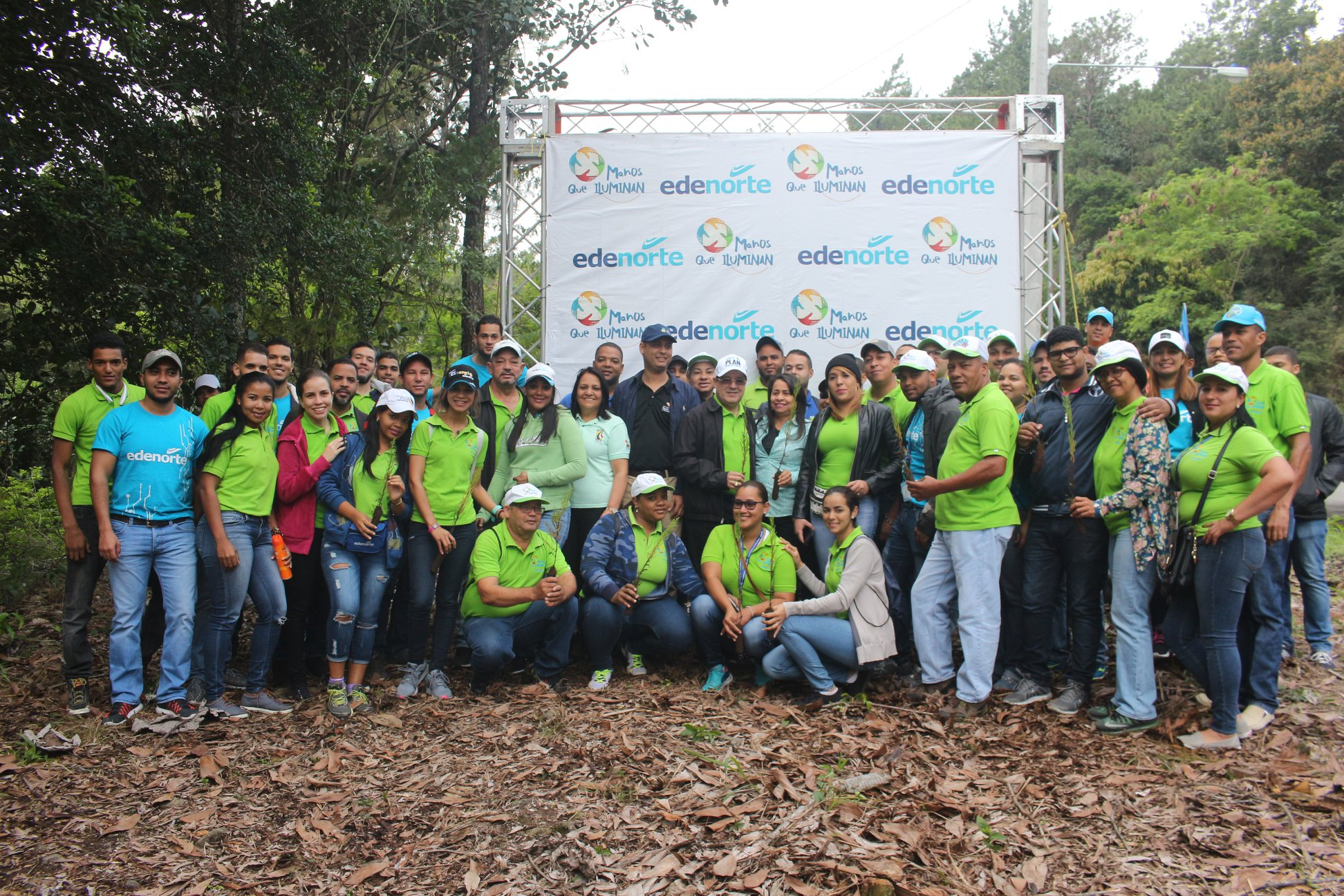 EDENORTE reforesta zona donde produjo poda para instalar servicio eléctrico