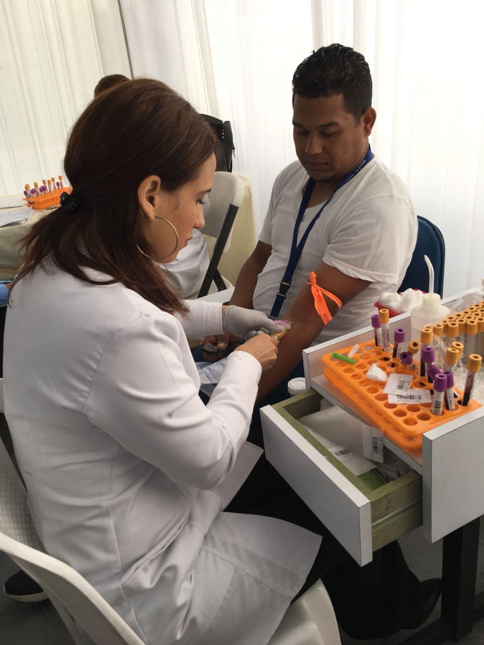 Parte de los empleados de EDENORTE que participaron en la jornada de salud y donación de sangre anual.