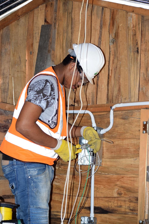 EDENORTE rehabilita redes internas de viviendas en condiciones de riesgo