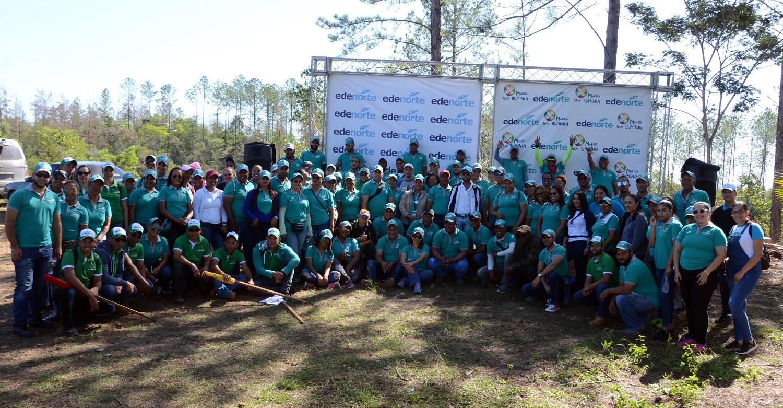 Voluntarios y miembros de Plan Sierra participantes en jornada