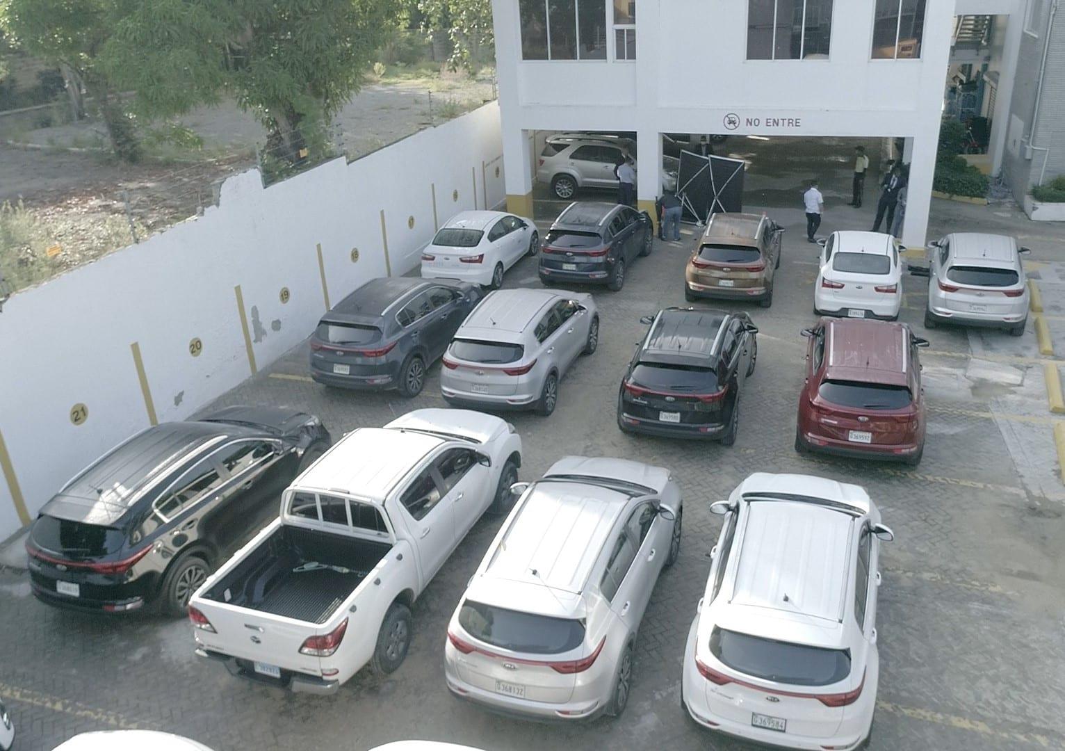 Algunos de los 17 vehículos que tenía EDENORTE rentado y que eran utilizados por personas que no eran empleadas de la empresa.