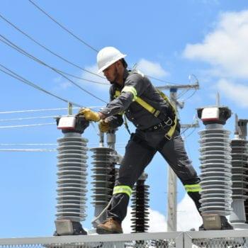 Informan mantenimiento línea de transmisión en Sánchez Ramírez