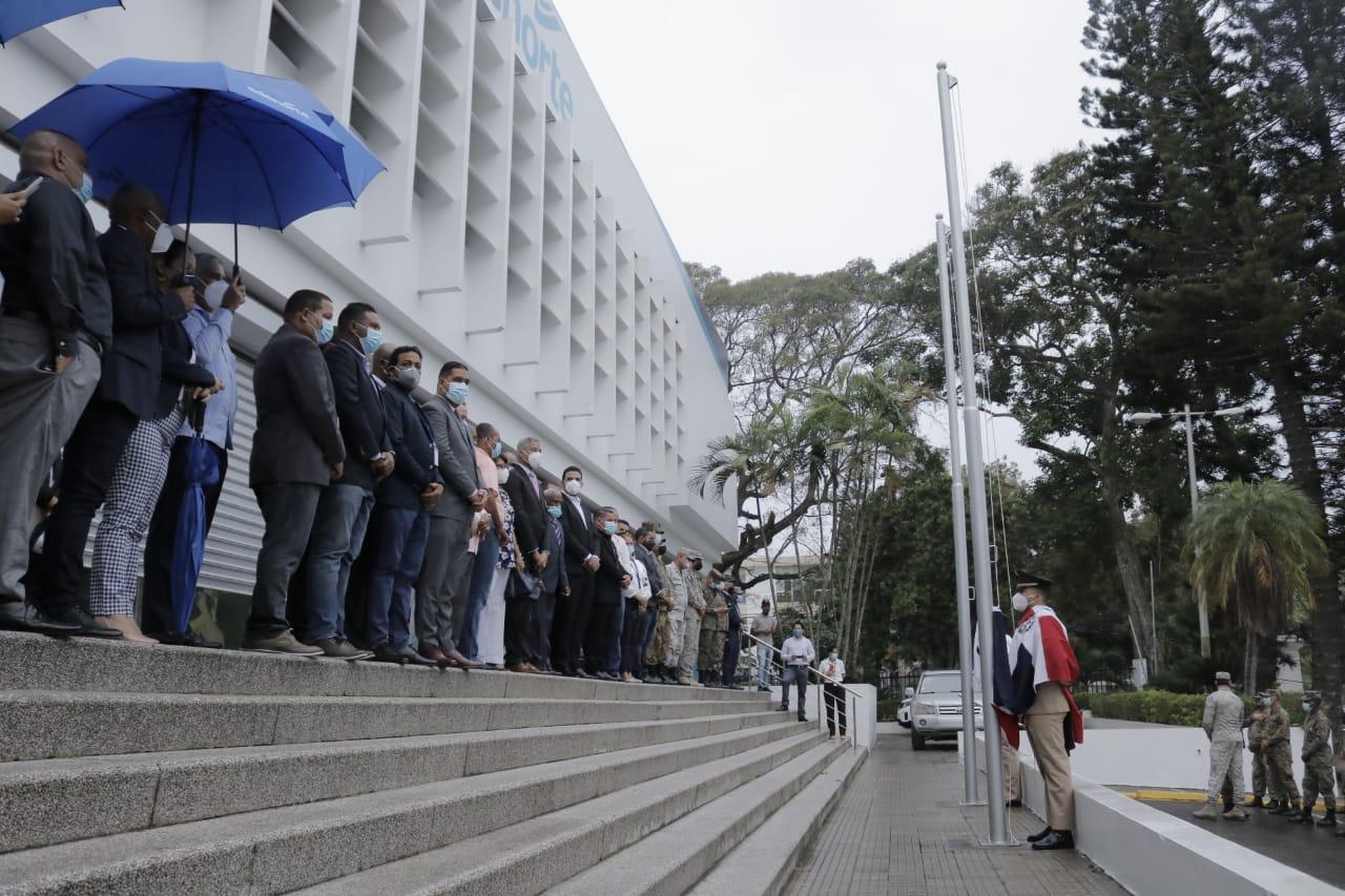 EDENORTE honra padres de la Patria con izamiento de bandera